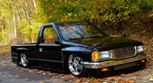 BJ Holthaus 1993 isuzu pickup that is bagged and body dropped.