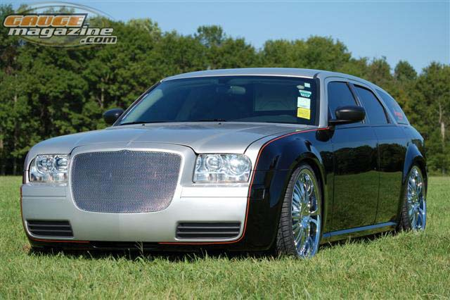 2005 Dodge Magnum on air