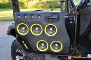 mclaren-jeep-car-audio-2 gauge1404161365