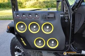 mclaren-jeep-car-audio-2 gauge1404161365