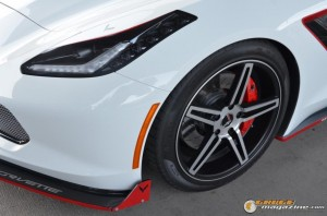 2014-corvette-z51-stingray-15 gauge1417538971