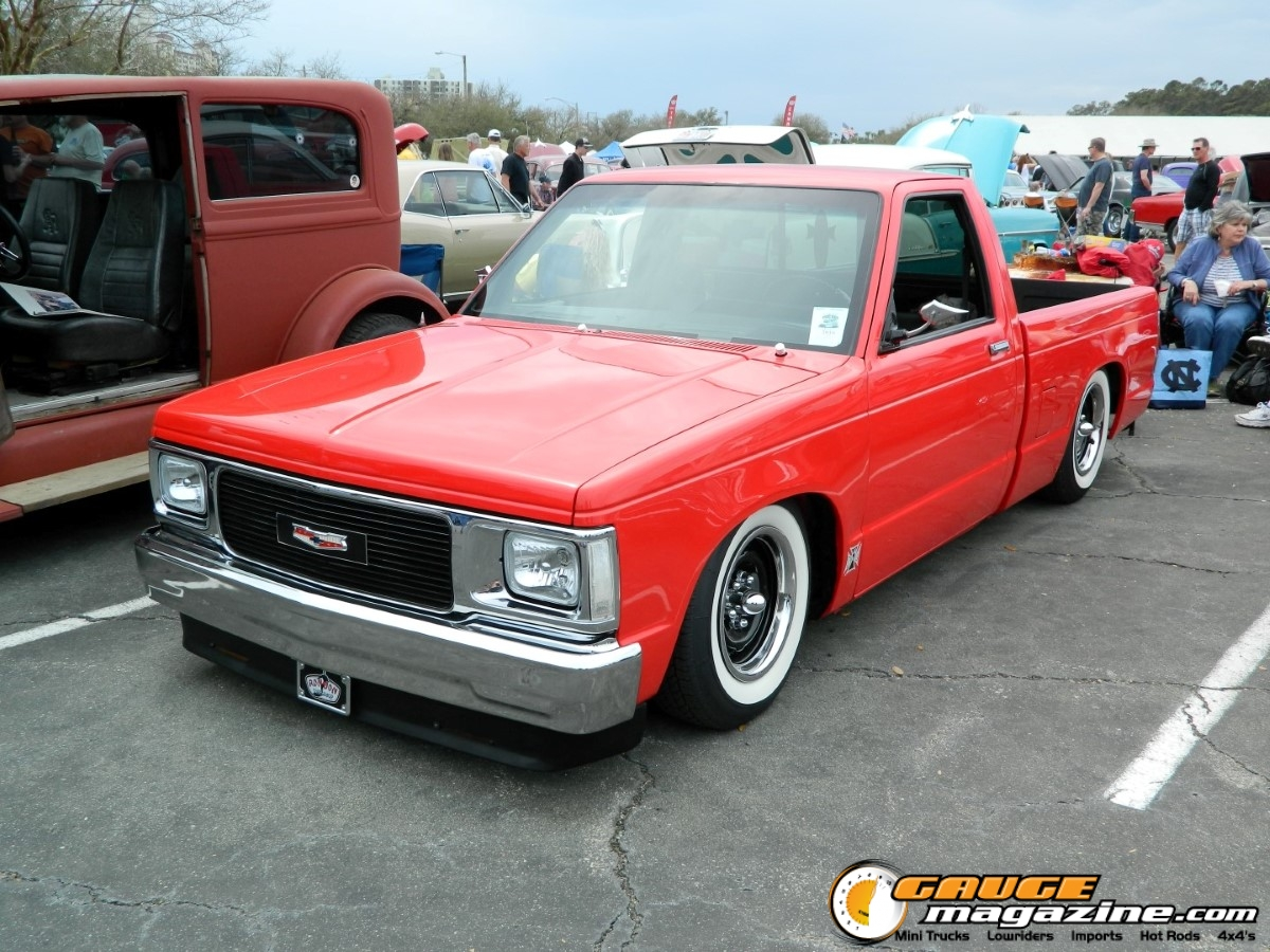This square body S10 is looking awesome with white walls and steel wheels