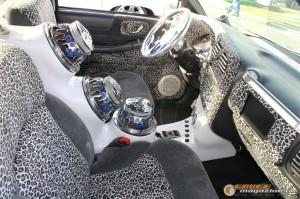 drop-em-wear-car-show-127_gauge1364835253