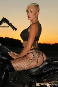 bikini-model-on-harley-3 gauge1422895770