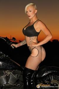 bikini-model-on-harley-4 gauge1422895772