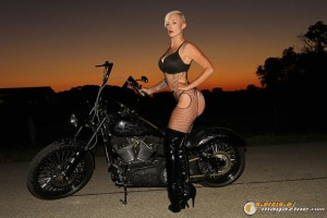 bikini-model-on-harley-5 gauge1422895771